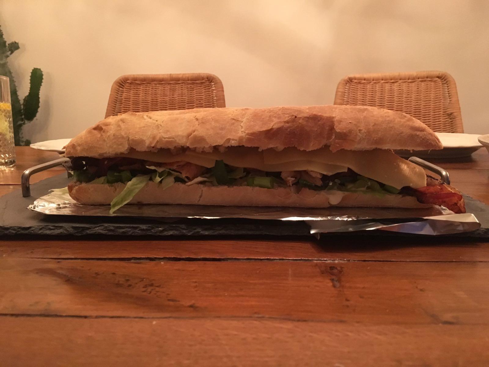 Super sandwich met kip kaas bacon