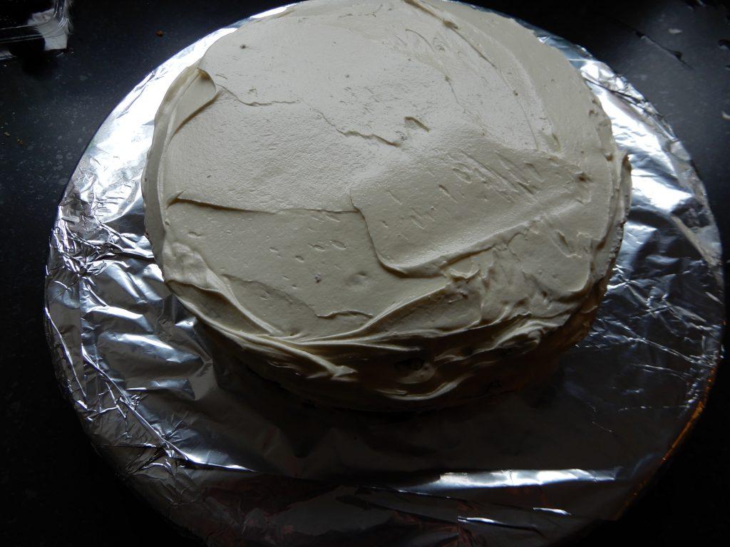 taart met witte chocola en rood fruit recept