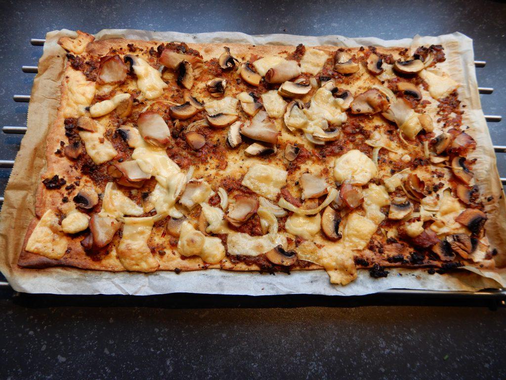snelle flammkuchen recept zelf maken met tapenade ham fricandeau roomkaas