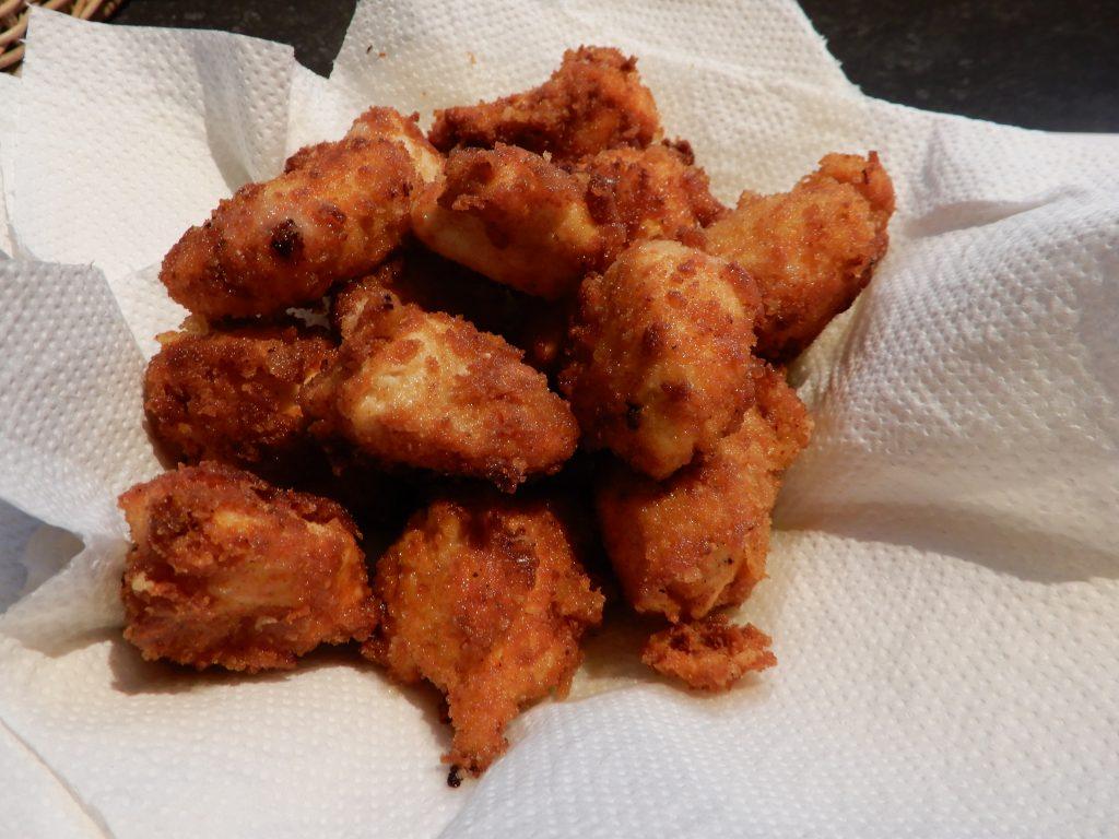 Krokante kipfilet gepaneerd met parmezaanse kaas en beschuit
