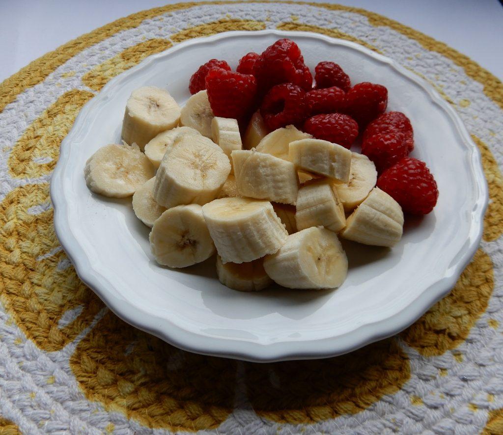 Recept zelfgemaakte ijsjes met Griekse yoghurt, banaan en framboos BurgertrutjesNL