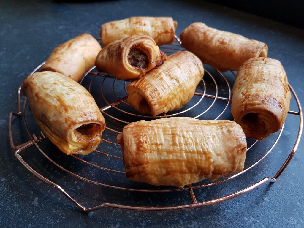 Pittige gehaktbroodjes met bladerdeeg uit de oven recept met kliekjes