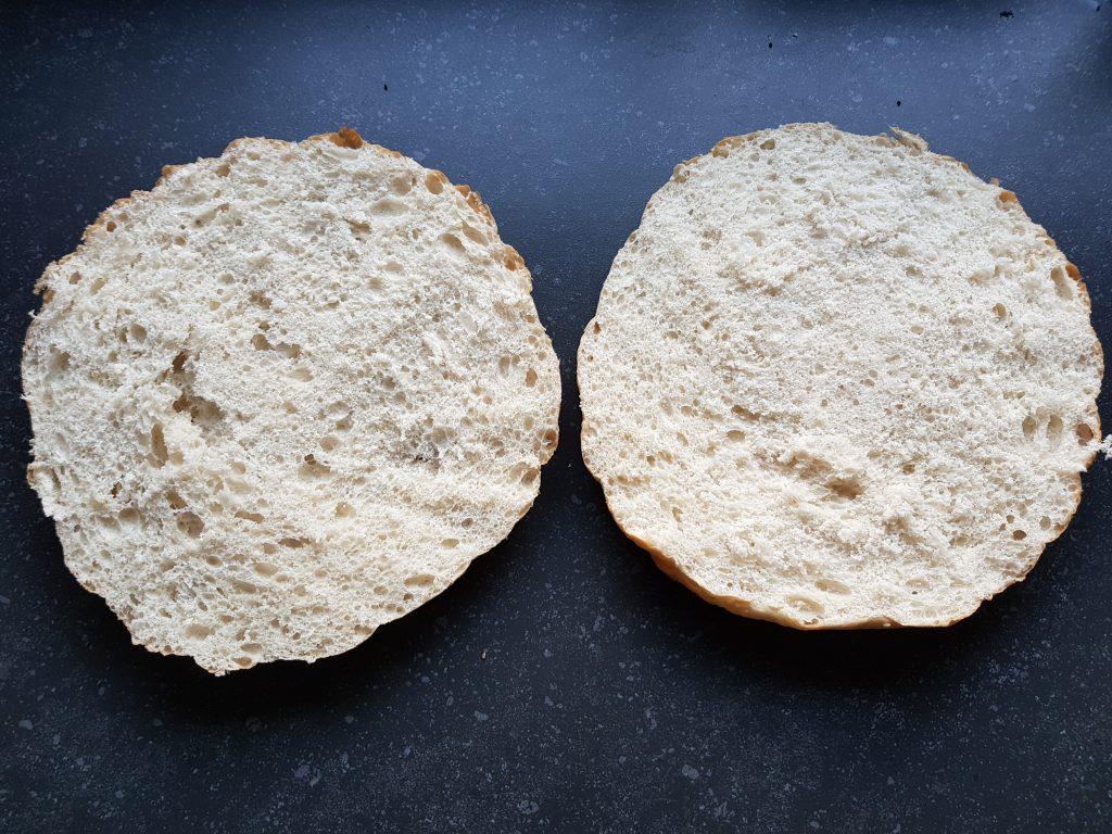 Snelle pizza van turks brood. Makkelijk en goedkoop zelf pizza maken