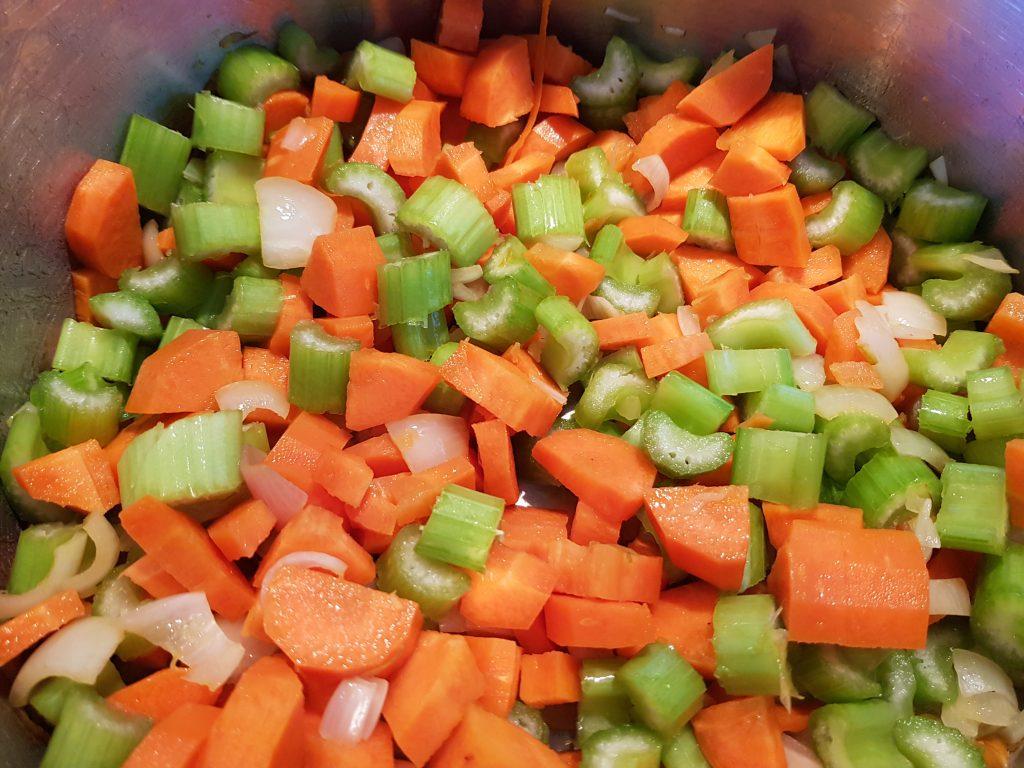 Recept tomatensoep met balletjes. Zonder pakjes en zakjes verse tomatensoep maken.
