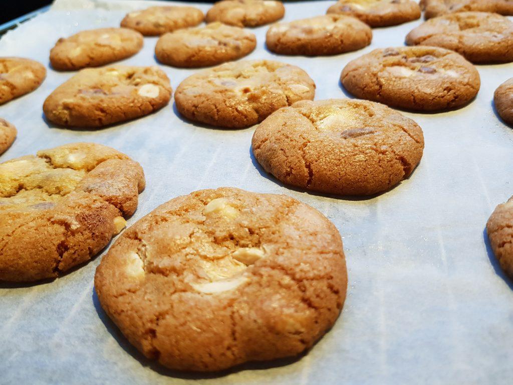 Chocoladekoekjes met karamel en hazelnoot recept burgertrutjesNL