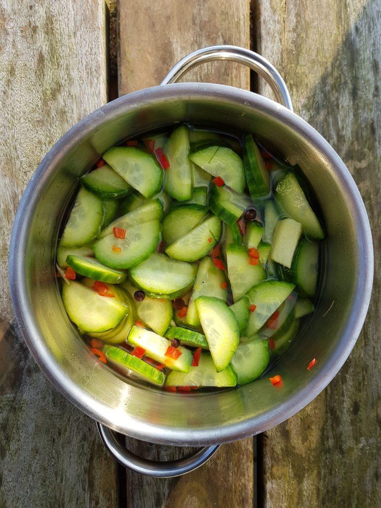 Recept zoetzure komkommers met rode peper BurgertrutjesNL