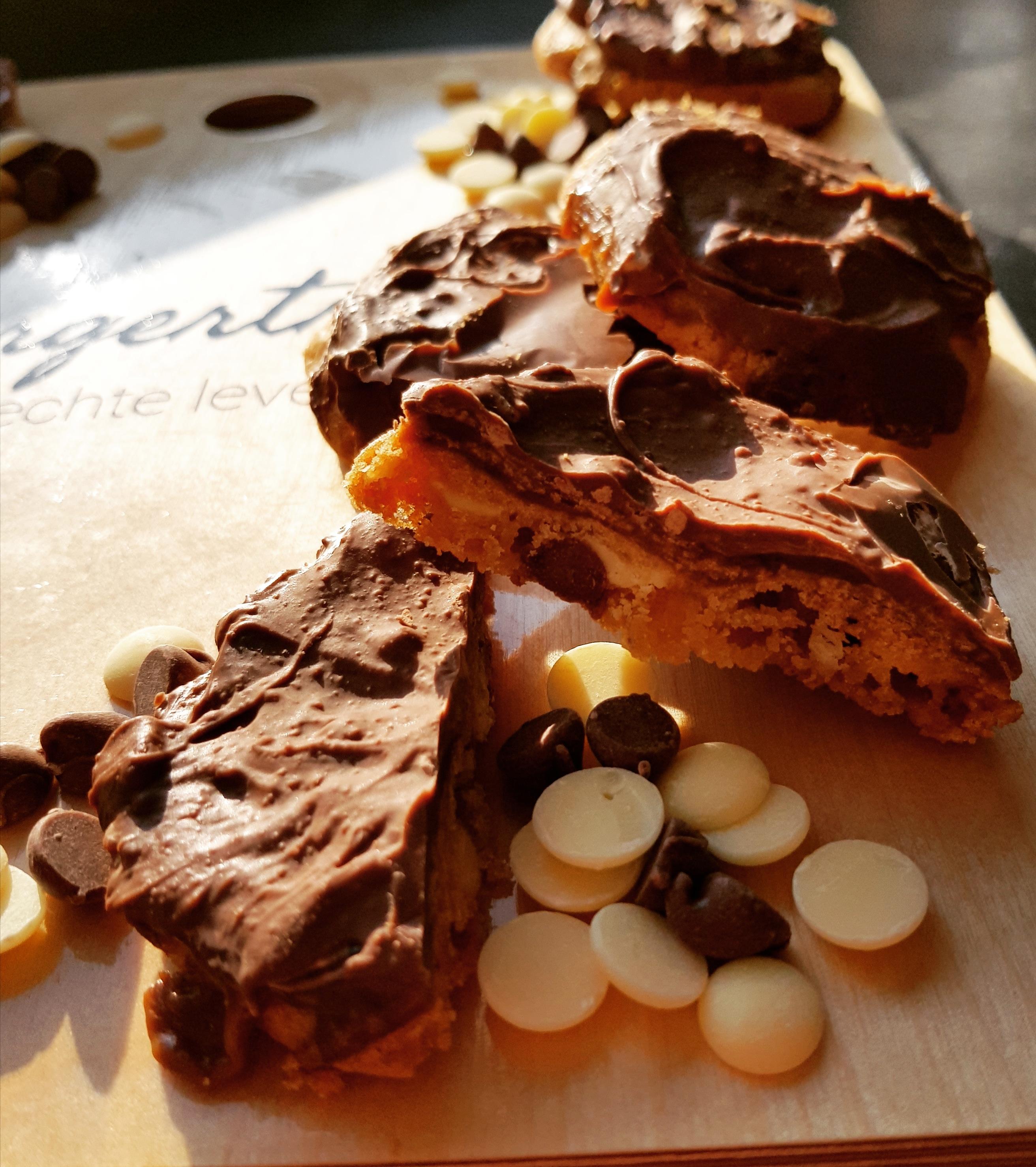 Recept chocoladekoekjes met karamel en hazelnoot, makkelijk recept, koekjes bakken