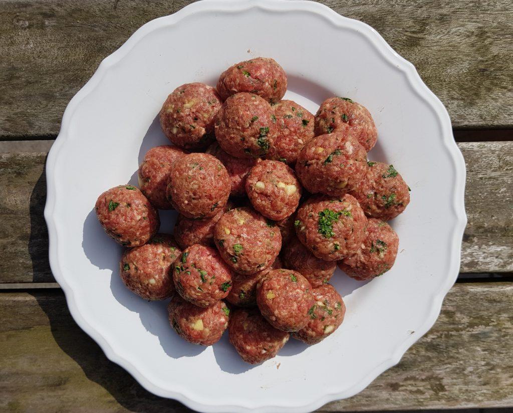 Recept gehaktballetjes met hoisinsaus. Burgertrutjes, recept, koken, snack