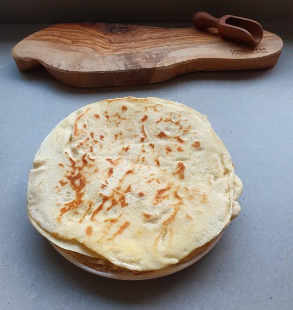 Griekse pitabroodjes, zelfgemaakte pita broodjes zonder pakjes en zakjes