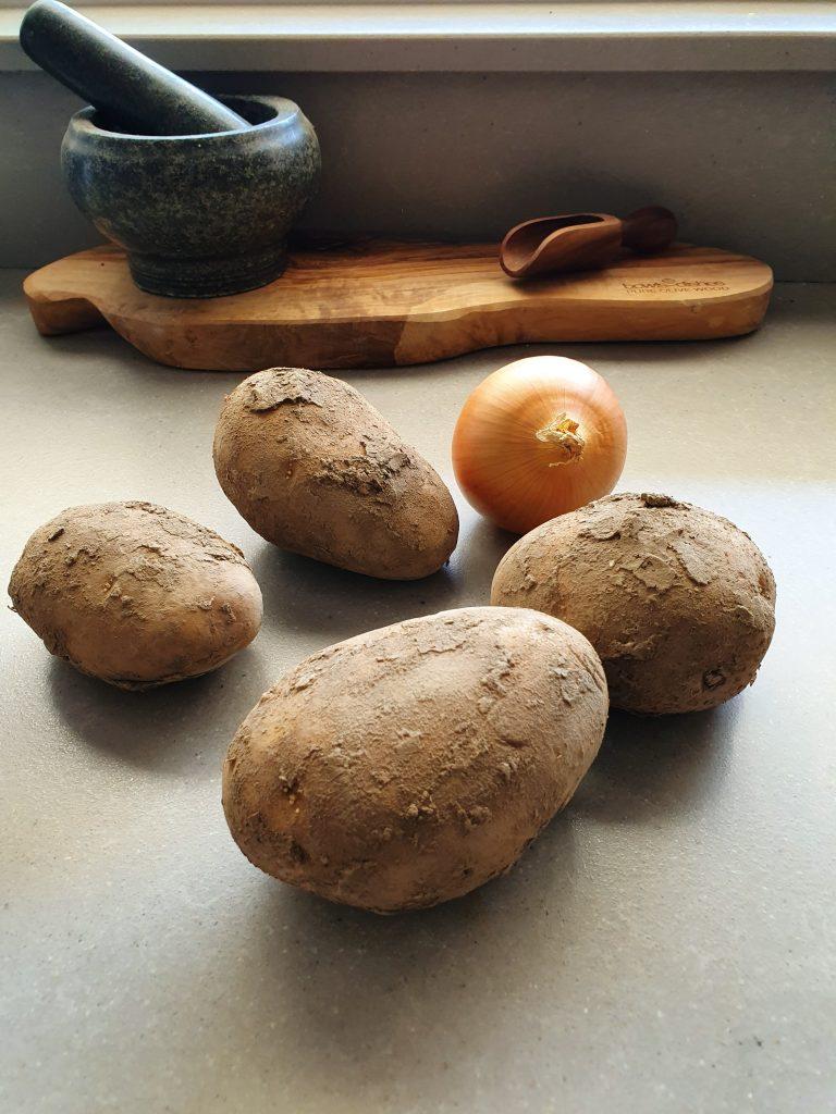Aardappelgratin met ui en verse kruiden